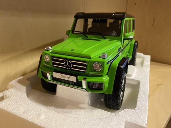 Mercedes-Benz G500 4x4 - Aliengreen